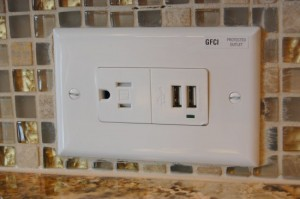 Electrical Outlet with Built In USB Ports