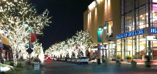 shops-at-legacy-holiday-lights